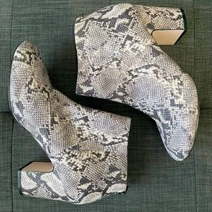 ⭐️Host Pick⭐️ Snake Print Ankle Boots